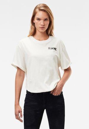 THISTLE GR LASH FEM LOOSE ROUND SHORT SLEEVE - Print T-shirt - milk