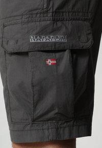 Napapijri - N-ICE CARGO - Shorts - dark grey solid - 3
