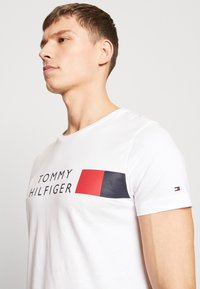 Tommy Hilfiger - Print T-shirt - white - 3