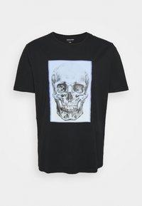 Jack & Jones - JORGRADSKULL TEE CREW NECK - T-shirt med print - tap shoe - 0