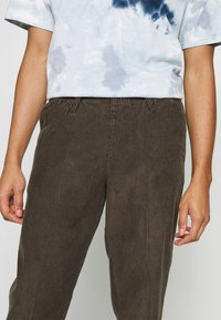 Billabong - BOWIE LAYBACK PANT - Trousers - coffee - 4