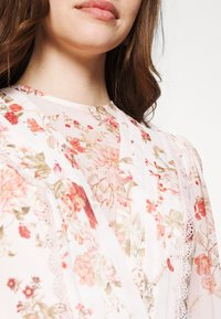 Forever New - TRIM SPLICE DRESS - Day dress - modern romance - 5