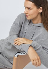 OYSHO - SOFT TOUCH  - Sweat à capuche - light grey - 3
