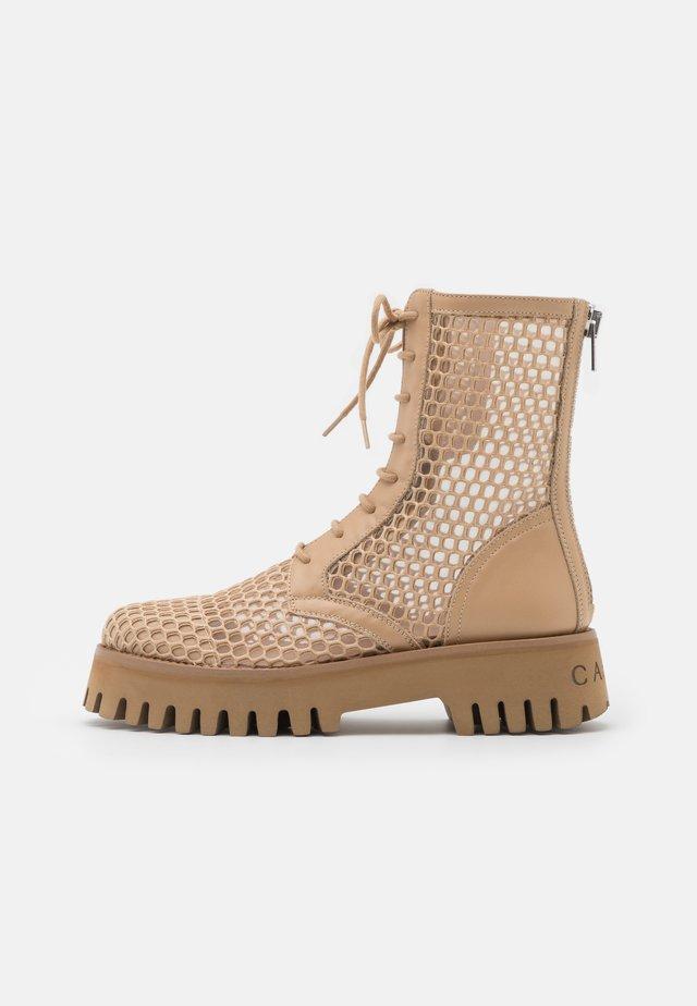 Šněrovací kotníkové boty - natur