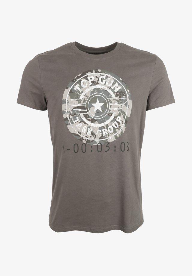 T-shirt print - mud