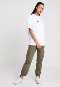 BDG Urban Outfitters - AUTHENTIC CARGO PANT - Pantalon cargo - khaki - 1