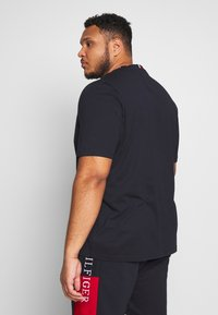 Tommy Hilfiger - ARCH TEE - T-shirt con stampa - blue - 2