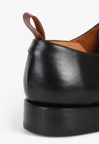Scalpers - ALASKA  - Eleganckie buty - black - 6