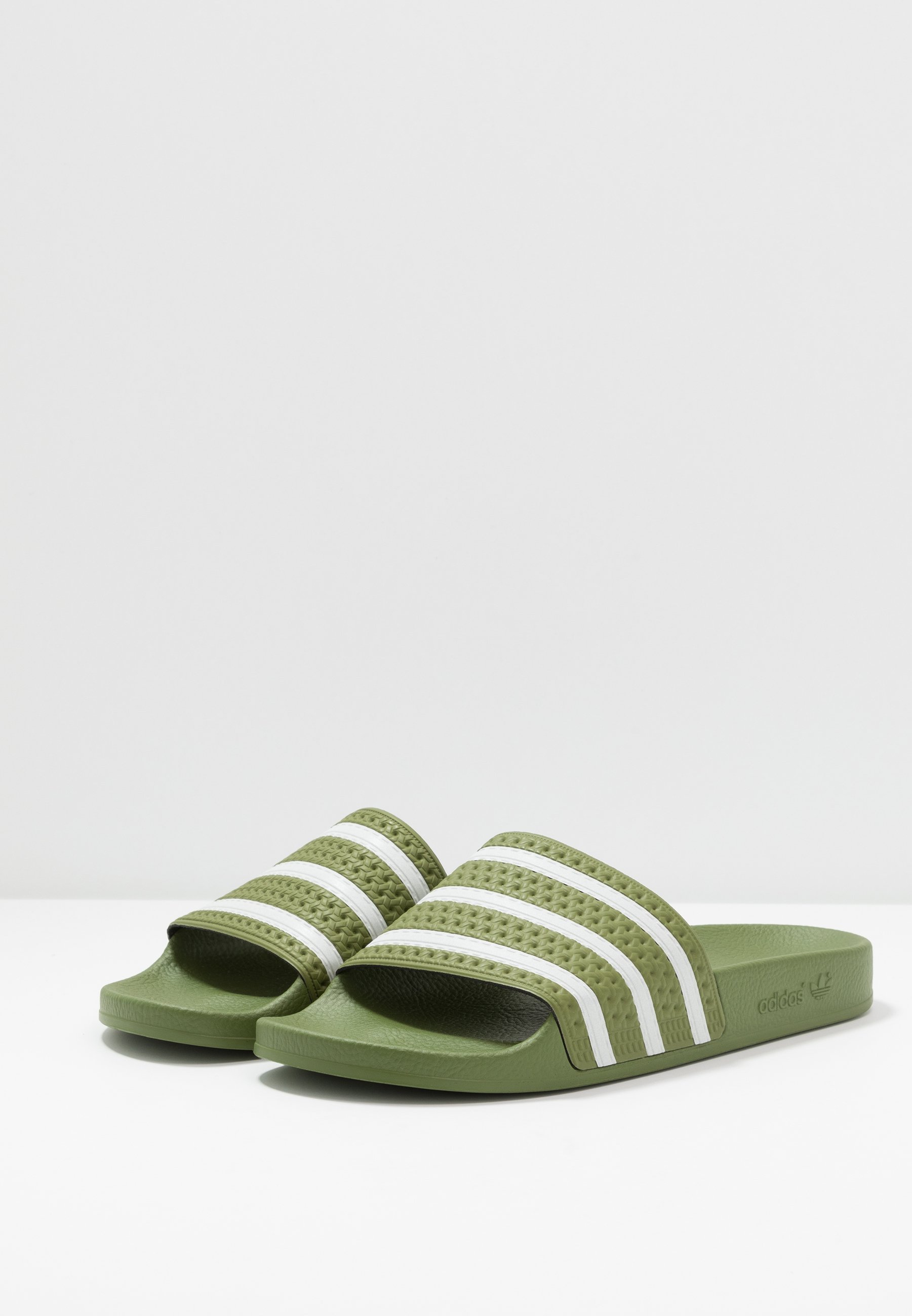 adidas Originals ADILETTE - Mules - forest green/super color - Mules & Sabots femme Original