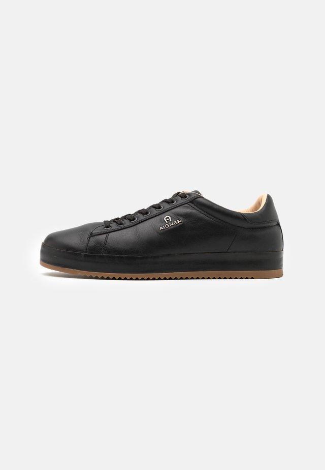 NOAH - Sneakers laag - black
