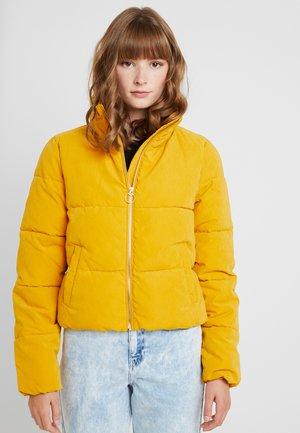 ONLDINA SHORT QUILTED PUFFER - Vinterjakke - golden yellow