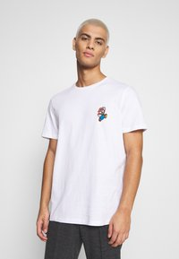 Jack & Jones - JCOSUPER MARIO CHEST TEE - Print T-shirt - white - 0