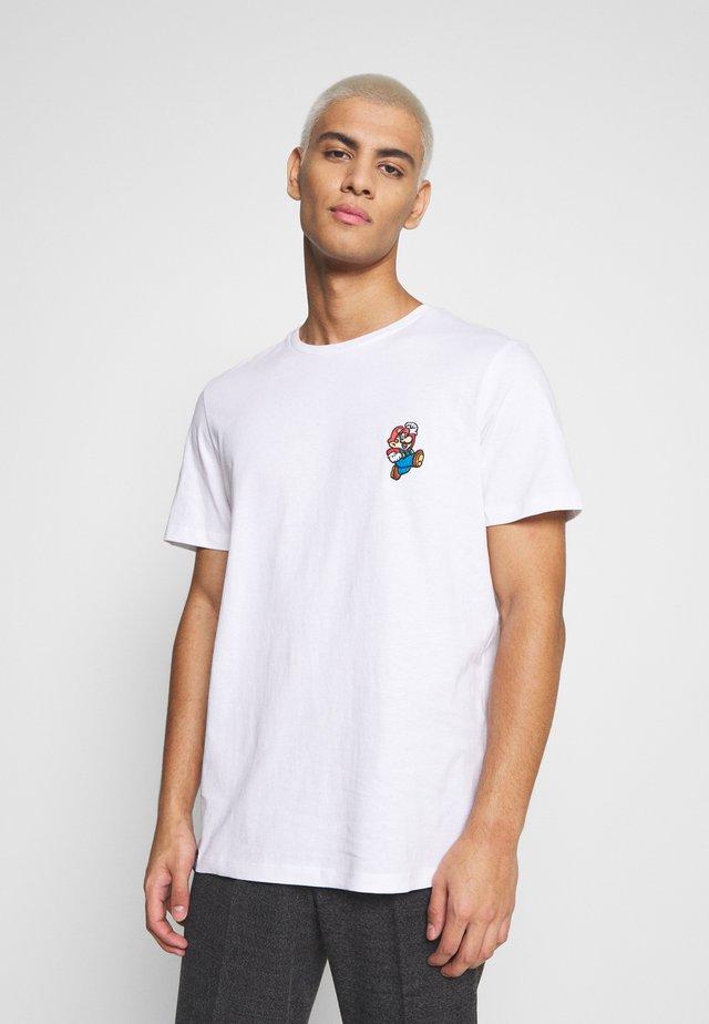 JCOSUPER MARIO CHEST TEE - Camiseta estampada - white