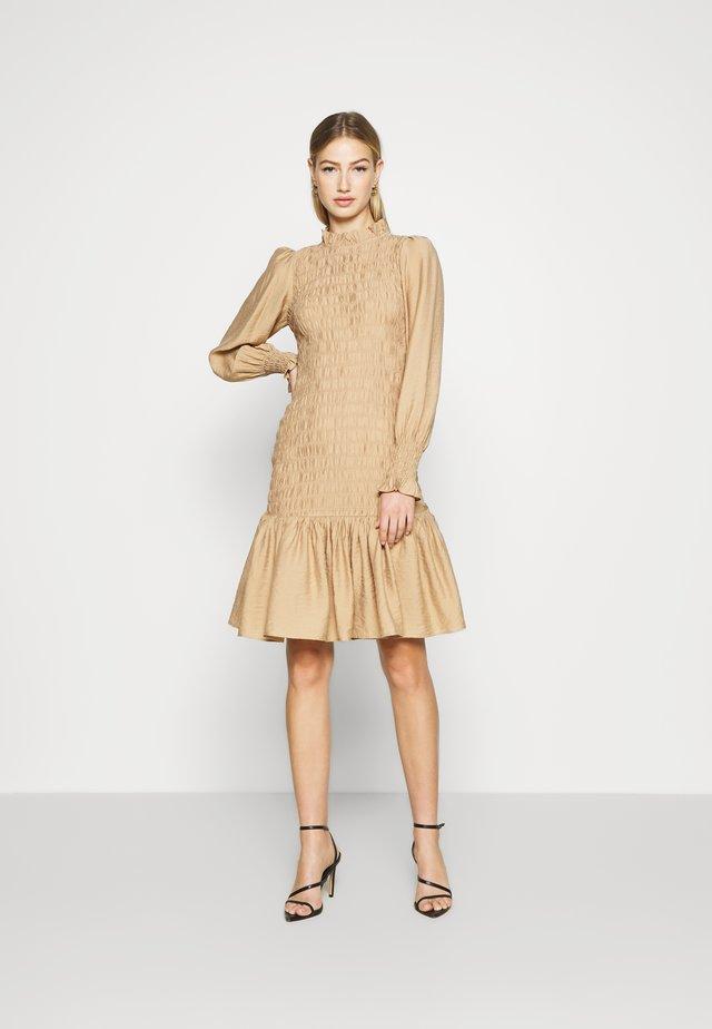 YASLALO SMOCK DRESS - Vestido informal - tan