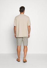Solid - RON STRIPE - Shorts - white - 2