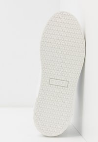 Guess - RIVET - Sneakers laag - white - 6