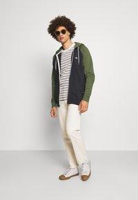 Quiksilver - EVERYDAY ZIP - Zip-up sweatshirt - tarmac - 1