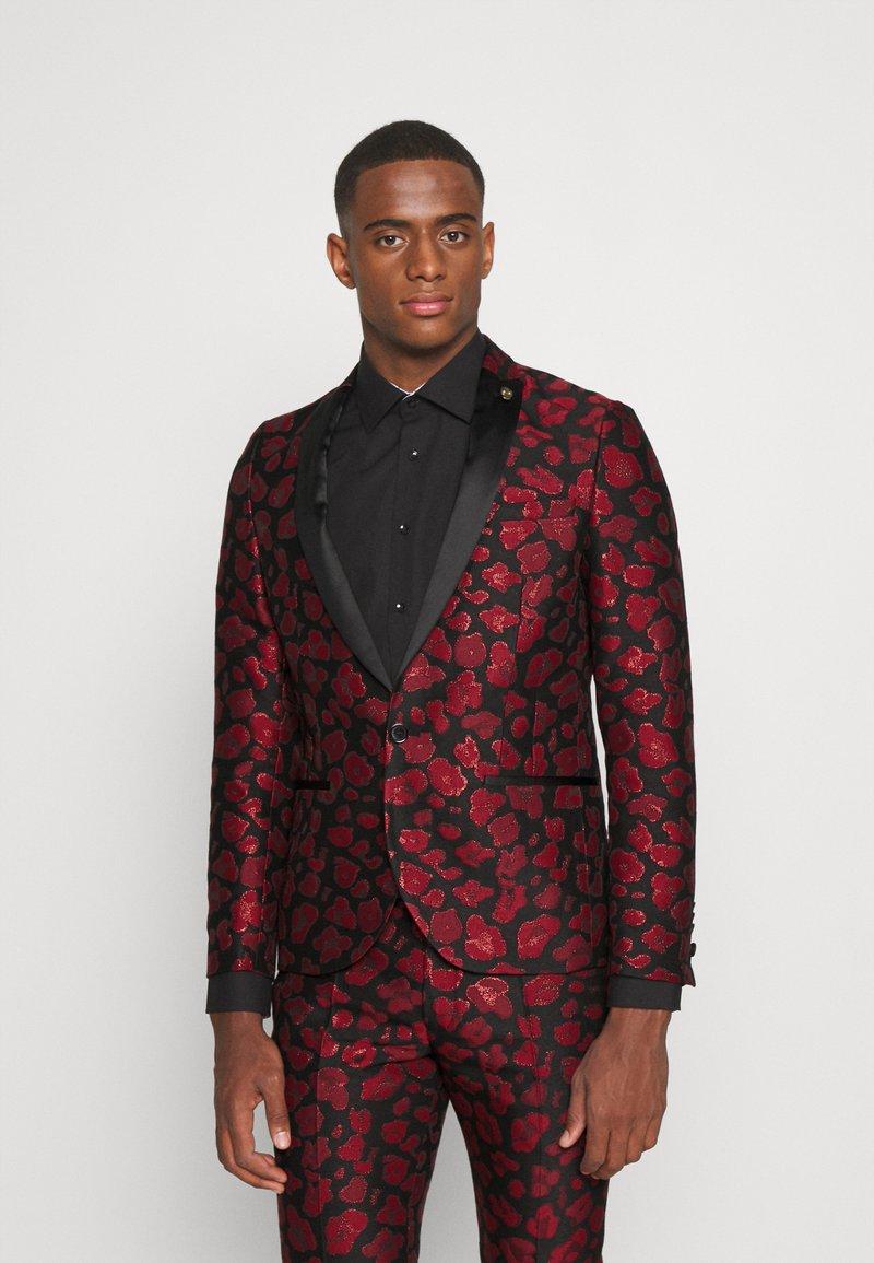 Twisted Tailor - FOSSA SUIT SET - Puku - black red