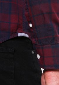 Pier One - Shirt - dark blue/bordeaux - 4