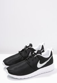 Nike Sportswear - ROSHE ONE  - Baskets basses - black/metallic silver/white - 2