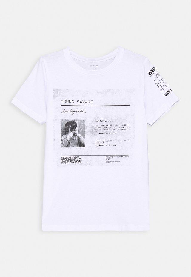 NKMBAILO BOX - Camiseta estampada - bright white