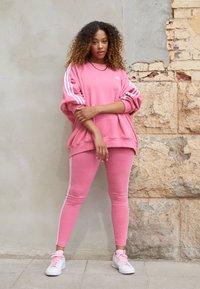 adidas Originals - Collegepaita - rose tone - 1