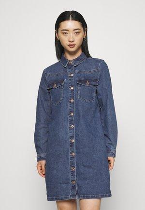 PCPERRY DRESS - Day dress - medium blue denim