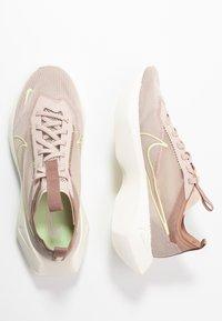 Nike Sportswear - VISTA LITE - Trainers - fossil stone/barely volt/desert dust - 5