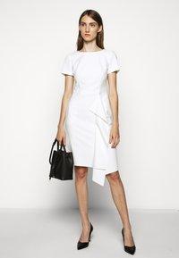 HUGO - KIBINA - Pouzdrové šaty - natural - 1