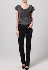 MAC Jeans - MELANIE - Straight leg jeans - schwarz - 4