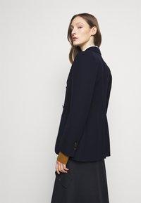 Victoria Beckham - SMALL REVERS FITTED JACKET - Sportovní sako - dark navy - 2