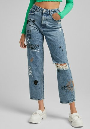 MIT VARSITY PATCHES - Jeans relaxed fit - blue