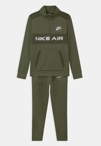 medium olive/khaki/white