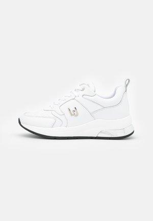 KARLIE - Sneakersy niskie - white