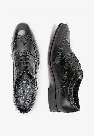 BROWN BROGUE SHOES - Stringate eleganti - black
