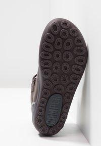 Camper - PEU PISTA KIDS - Kotníkové boty - brown - 5