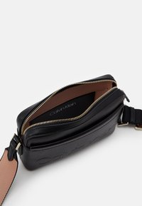 Calvin Klein - CAMERA BAG - Skulderveske - black - 2