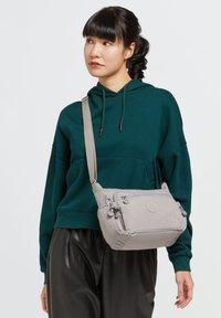 Kipling - GABBIE S - Across body bag - grey gris - 0