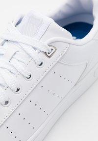 K-SWISS - CLEAN COURT  - Trainers - white/gullgray - 5