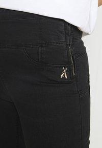 Patrizia Pepe - PANTS - Jeans Skinny Fit - black wash - 4