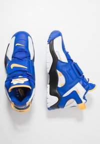 Nike Sportswear - AIR BARRAGE MID - Baskets montantes - white/laser orange/racer blue/black - 1