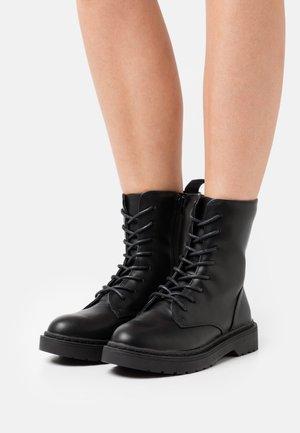 VEGAN WIDE FIT FREDA COMBAT LACE UP BOOT - Veterboots - black