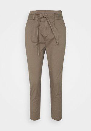 ONLPOPTRASH LIFE PANT - Pantalon classique - walnut