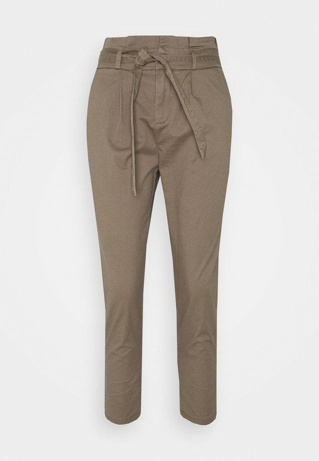 ONLPOPTRASH LIFE PANT - Pantaloni - walnut
