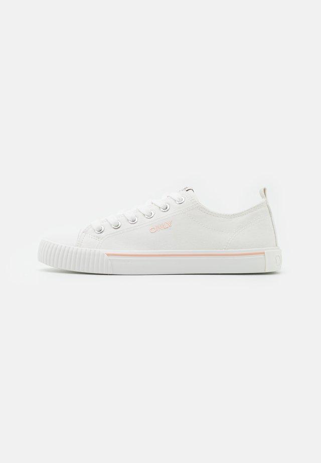 ONLSUNNY LOGO  - Sneakersy niskie - white