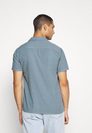 EMANUEL - Skjorter - blue mirage