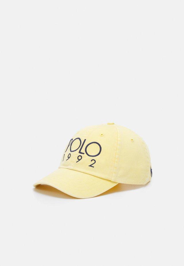 HAT - Kšiltovka - fall yellow