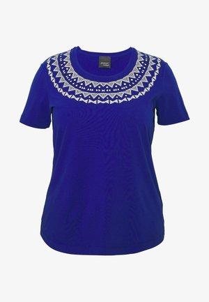 VANESIO - Print T-shirt - blu cina