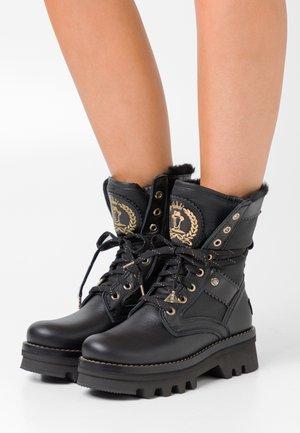 MARILYN IGLOO - Kotníkové boty na platformě - black