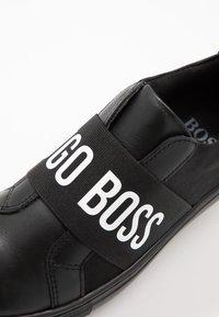 BOSS Kidswear - TURNSCHUHE - Slippers - schwarz - 2